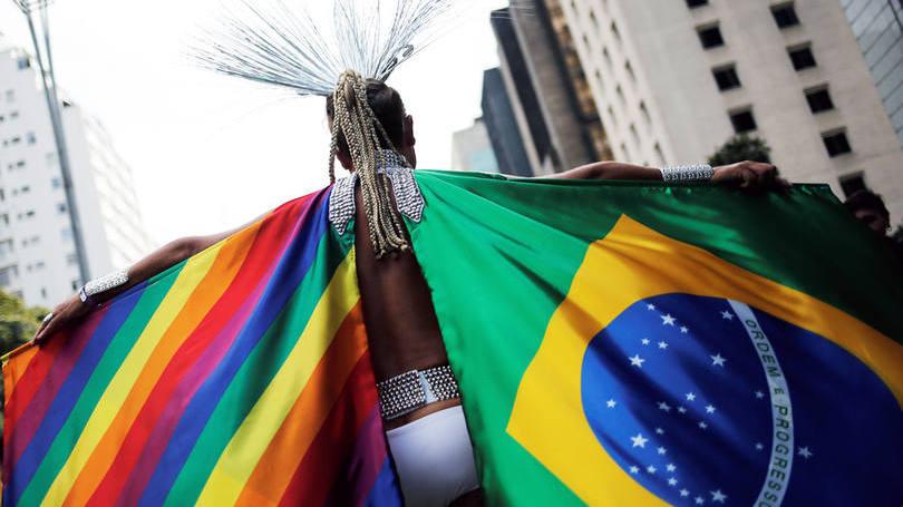 Resultado de imagem para Homossexualidade no esporte: Brasil mantém futebol dentro do armário