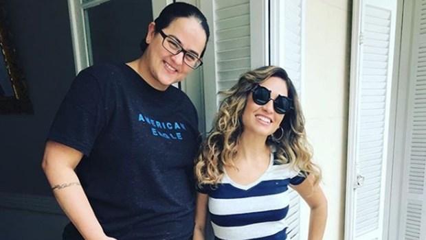 """Cantora gospel que se casou com pastora tentou """"cura gay"""" antes de sair do armário"""